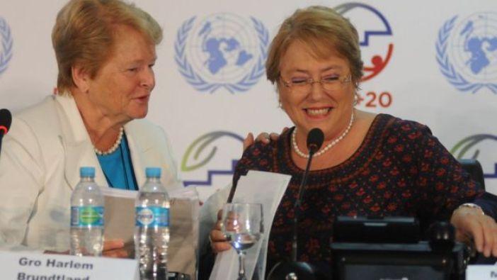 La ex primera ministra de Noruega, Gro Harlem Brundtland (a la izquierda de la foto), aquí con la presidenta de Chile, Michelle Bachelet, en una reunión de la ONU de 2013.