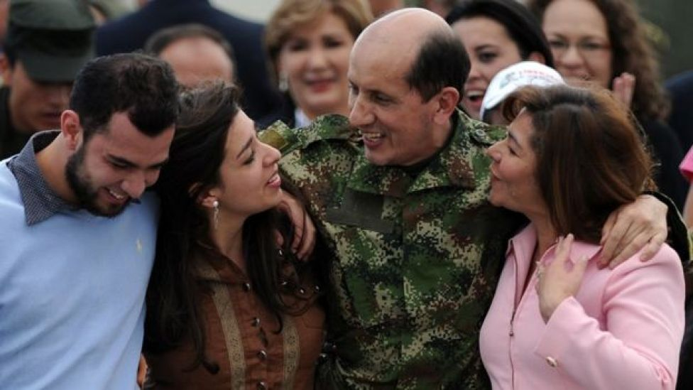 Former Revolutionary Armed Forces of Colombia (FARC) hostage Gen Luis Herlindo Mendieta (2nd R) walks with his family upon arrival in Bogota on June 14, 2010.