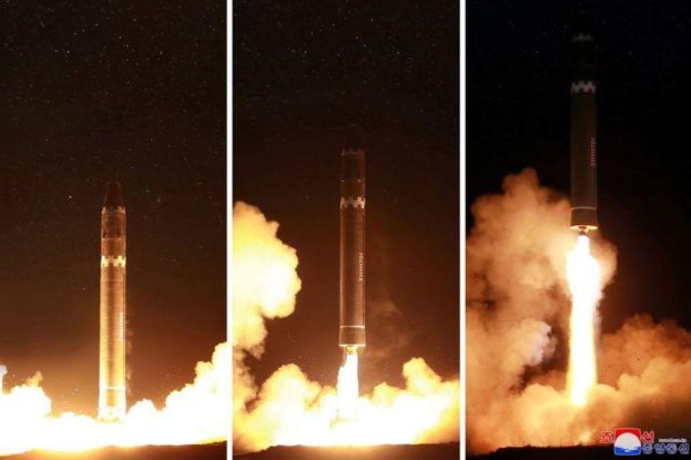 Un tríptico muestra el momento en que despega el misil.