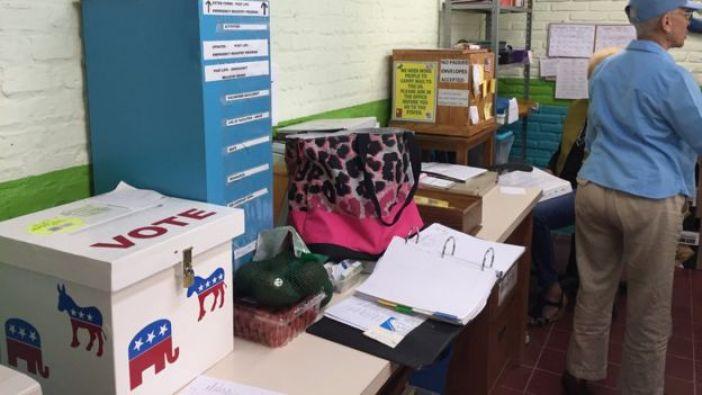 Urna de votación en The Lake Chapala Society.