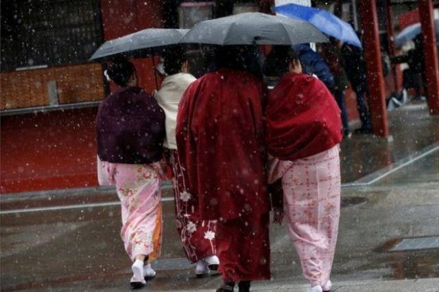 Women in traditional costume walk in Asakusa district, Tokyo