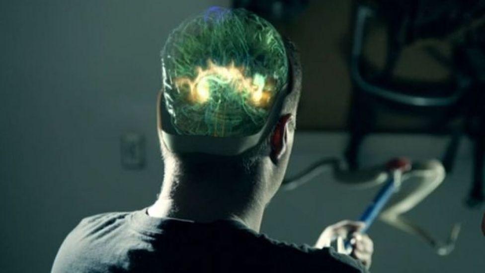 Cory con cerebro iluminado