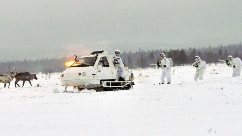 Ejercicios militares de la brigada de infantería ártica de la Flota del Norte de Rusia.