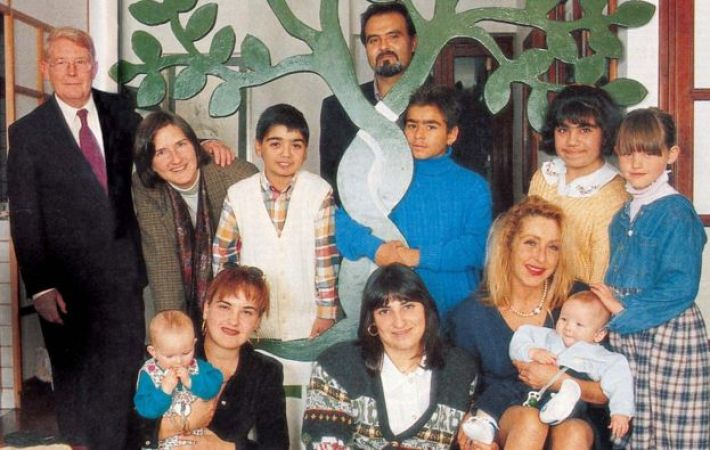 Back row left to right: Reg Green, Maggie Green, Andrea Mongiardo, Francesco Mondello, Tino Motta, Anna Maria Di Ceglie, Eleanor Green. Seated: Laura Green, Maria Pia Pedala, Domenica Galleta, Silvia Ciampi, Martin Green