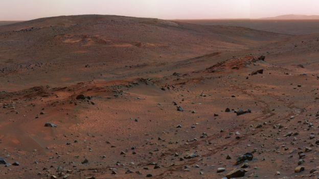 Superficie de Marte parecida a un desierto