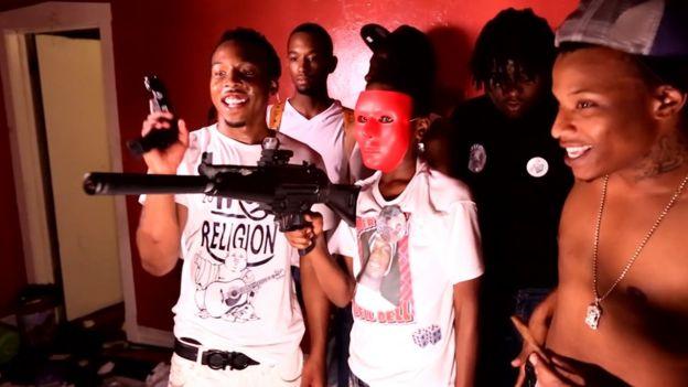 Jovens membros de gangue nos Estados Unidos