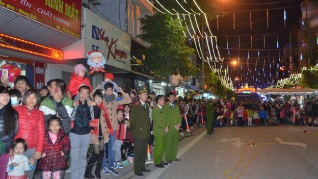 Phố đi bộ ở thành phố Móng Cái thu hút nhiều du khách