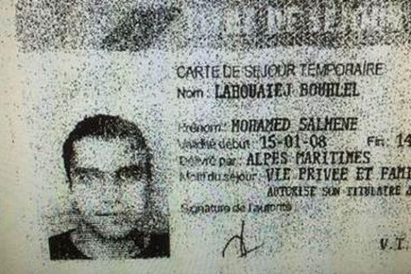 La policía recuperó documentos de identidad de Mohamed Lahouaiej Bouhlel del camión.