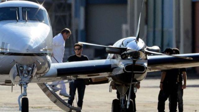Preso, Geddel desce do avião escoltado pela PF