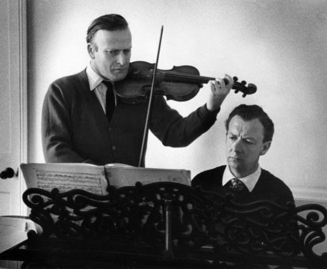 Yehudi Menuhin playing with Benjamin Britten, circa 1955