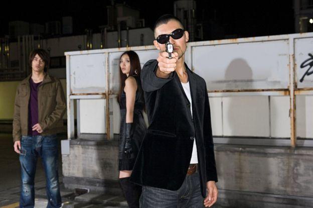 Ảnh các người mẫu diễn- thậm chí xã hội đen Nhật cũng ít khi sử dụng súng