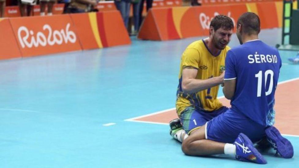 Bruninho e Serginho comemoram o ouro no vôlei