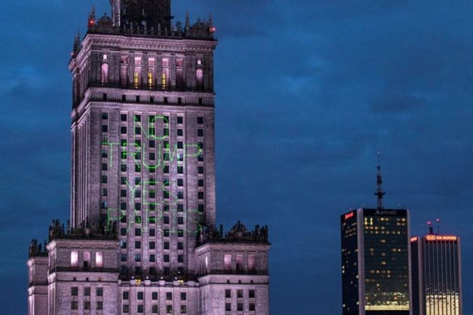 Greenpeace activist illuminate the Palace of Culture and Science with words