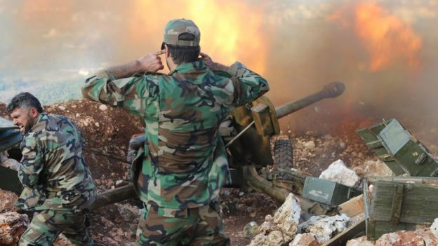 Syrian soldiers fire artillery at rebel positions in Latakia province (10 October 2015)