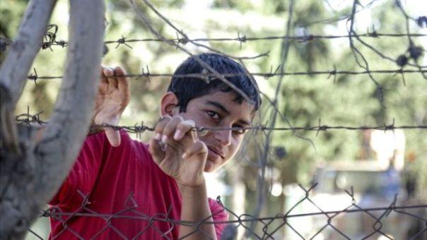 Joven sirio en un campo de refugiados en Grecia.