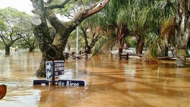 Flooded traffic signs in the city of Concordia, Argentina. Photo: 26 December 2015