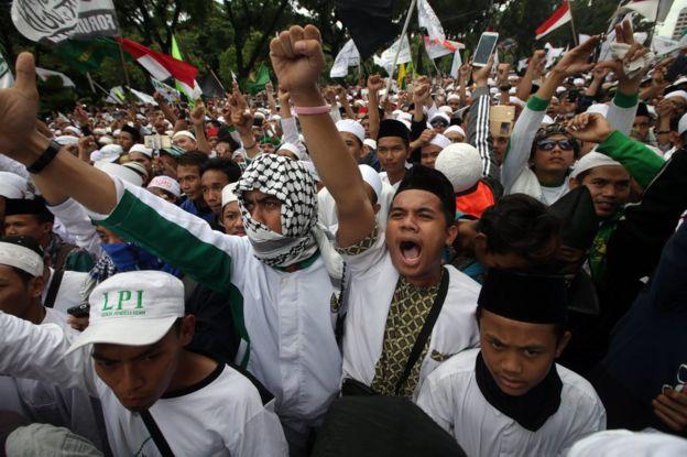 Indonesian muslim shout slogans during an anti Governor Basuki Tjahaja Purnama, better known by his nickname