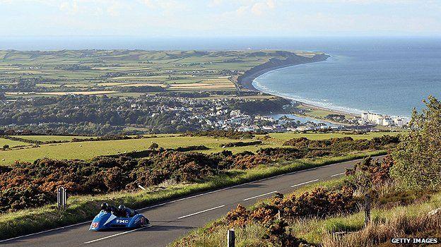Her yıl yapılan TT yarışı dünyanın dört bir yanından izleyici çekiyor