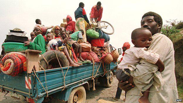 Refugiados saindo de Ruando em 1994