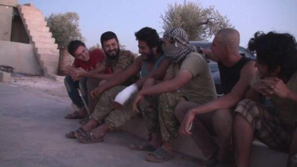 Desertores de Estados Islámico en una localidad en el norte de Siria.