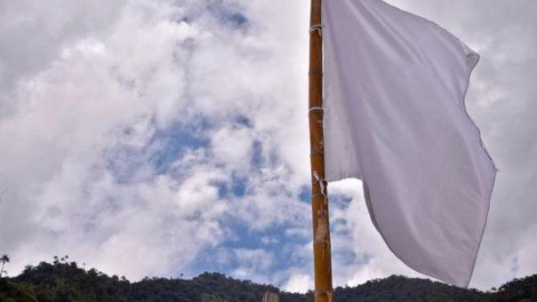Imagen de una bandera blanca tomada en una de las áreas de las FARC.