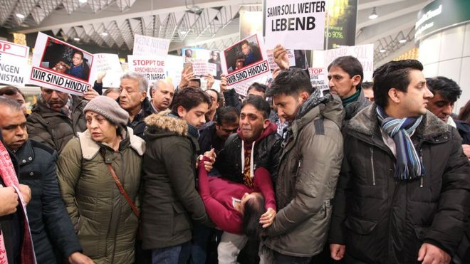 Demonstrators protest against the deportation of refugees back to Afghanistan at the airport in Frankfurt/Main on December 14, 2016.