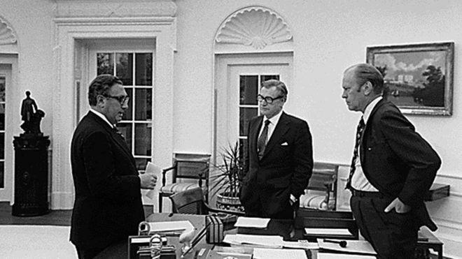 Henry Kissinger với Phó Tổng thống Richard Rockerfeller và Tổng thống Gerald Ford năm 1974