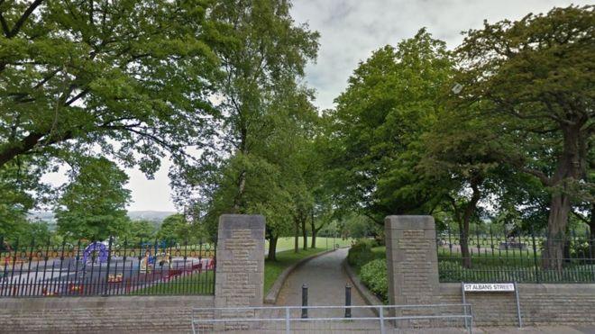 Broadfield Park gates