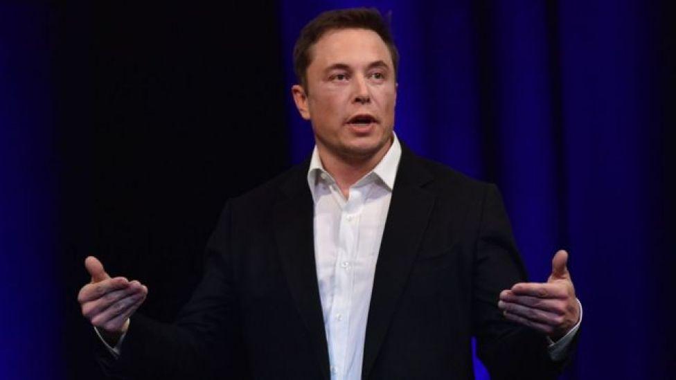 Elon Musk waa nin soo saara qalabka teknolojiyadda