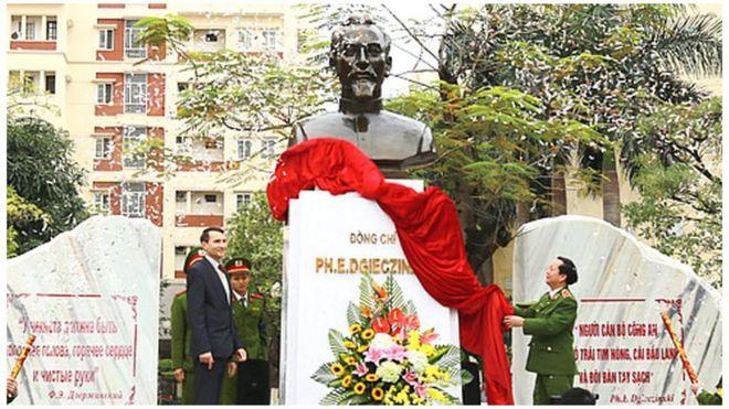 Lễ khánh thành tượng Dzerzhinsky