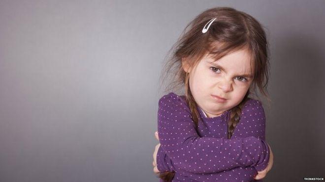 Una niña de mal humor