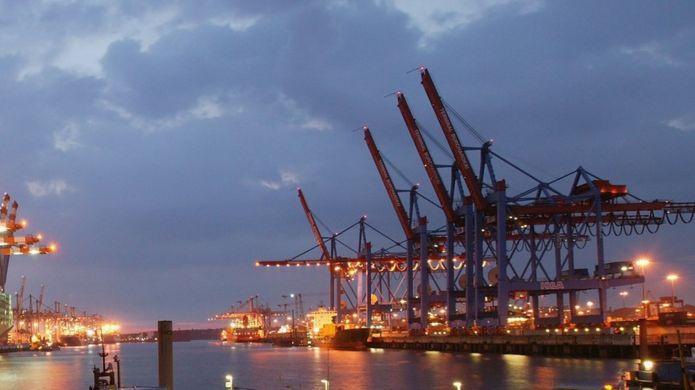 Shipping cranes