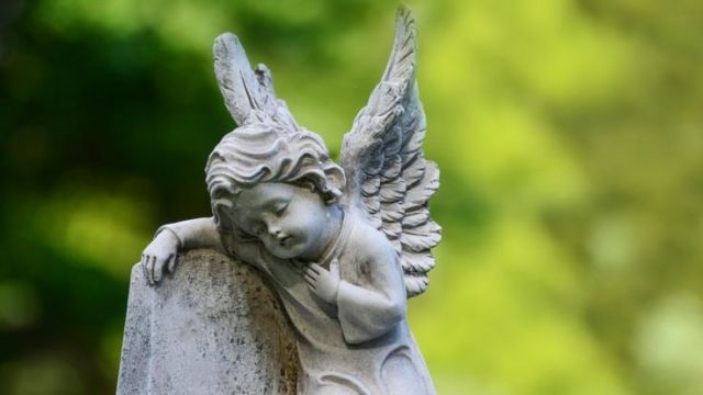 Ángel en tumba
