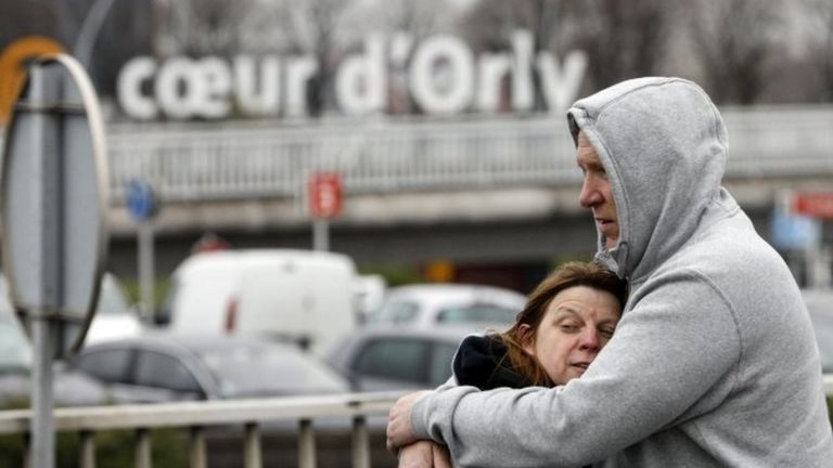 Travellers hug outside Orly airport (18 March 2017)