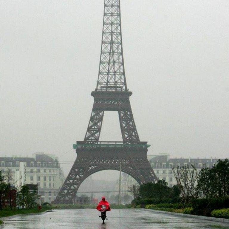 Tháp Eiffel 'giả như thật' ở khu Tiểu Paris, Hàng Châu
