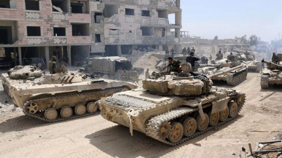 Tanques del gobierno de Siria avanzan hacia Douma.