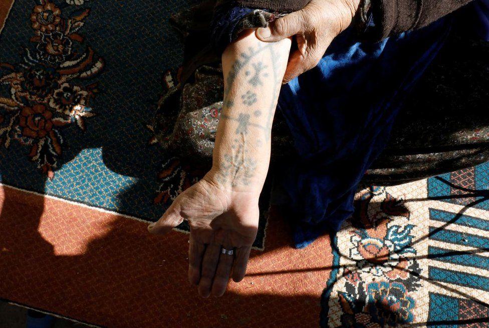 dövmeli kadın