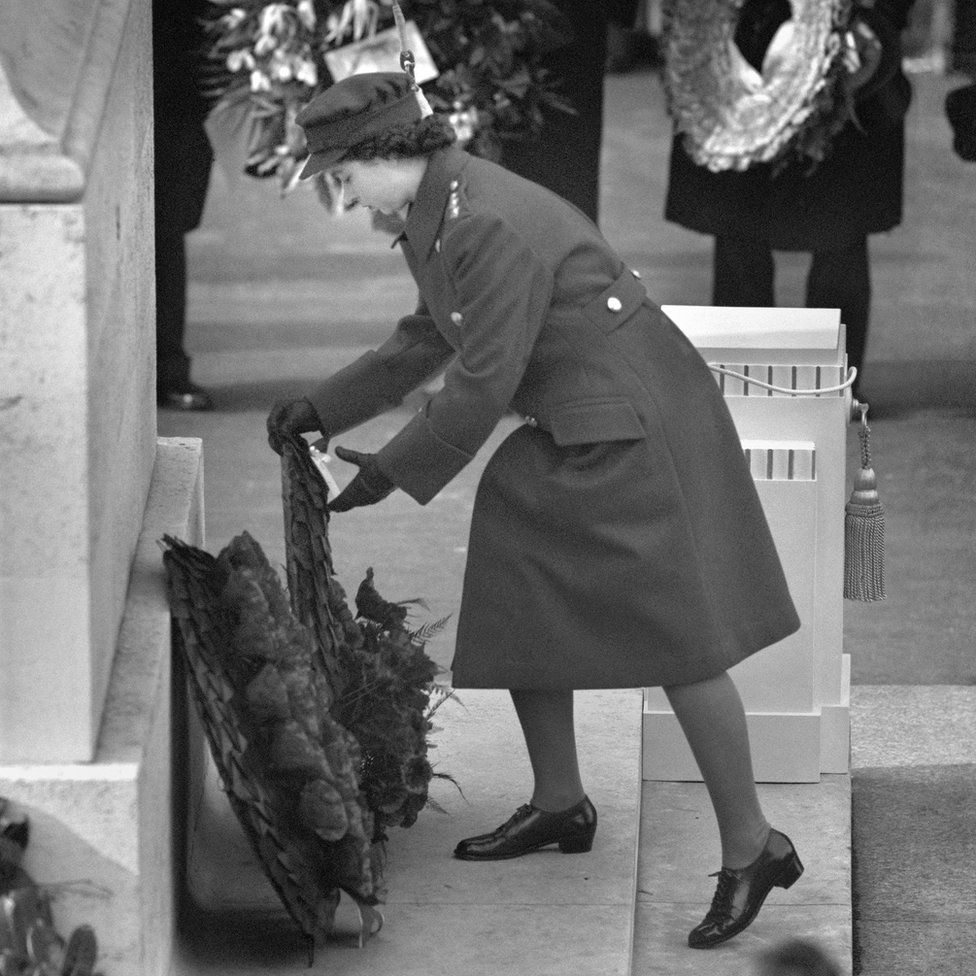 Princess Elizabeth laying a wreath at the Cenotaph on Remembrance Sunday