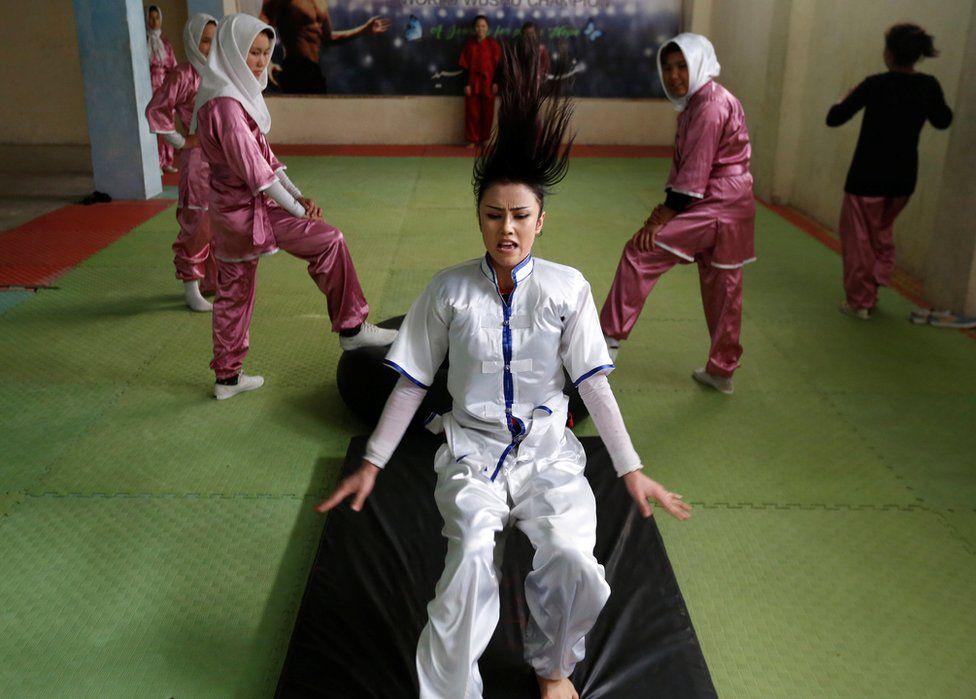 El club también practica puertas adentro en Kabul.
