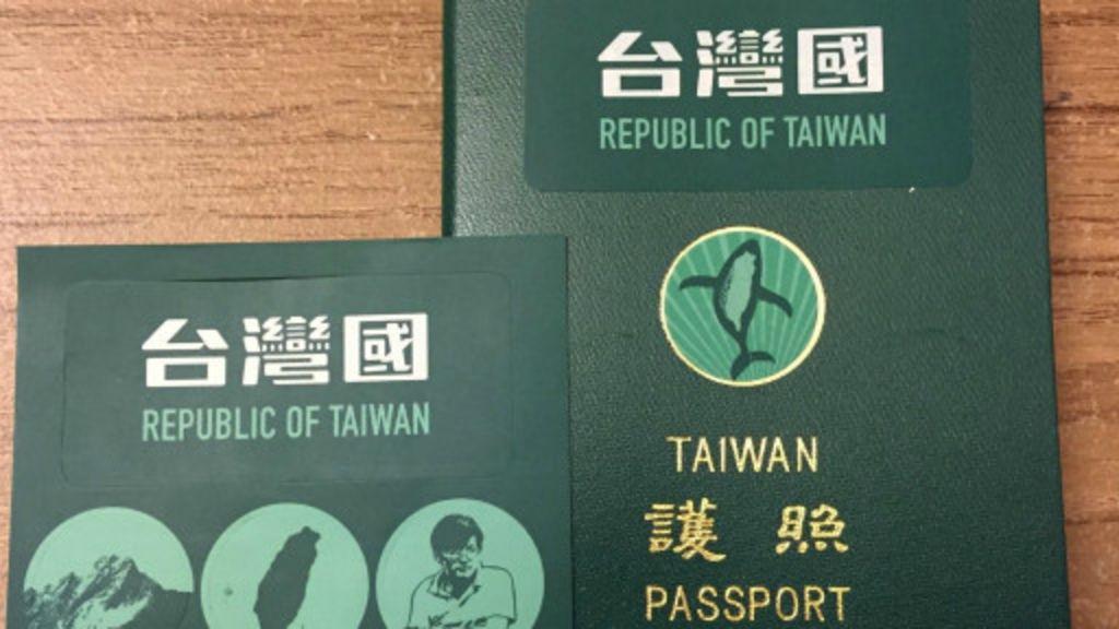臺灣修法 護照封面「臺灣國」貼紙不違法 - BBC 中文網