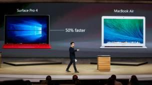 El vicepresidente de Microsoft, Panos Panay, comparó sus productos con los de Apple para ponerlos en valor. En la imagen, la tableta Sufrace Pro4.