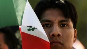 Mexicano con bandera