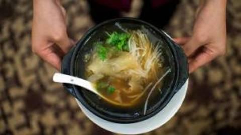 Plato de sopa de aleta de tiburón