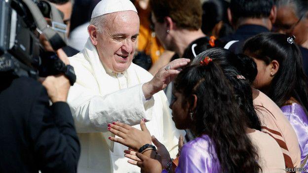 Папа Франциск и девочка