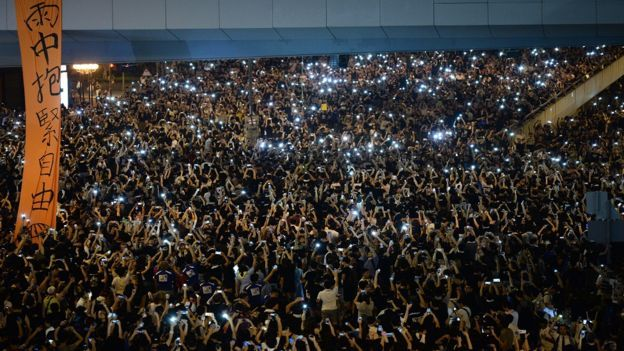 Resultado de imagen para jóvenes celulares protesta