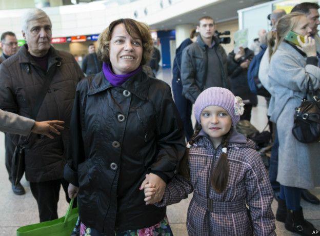 Возвращающиеся из Египта российские туристы в аэропорту