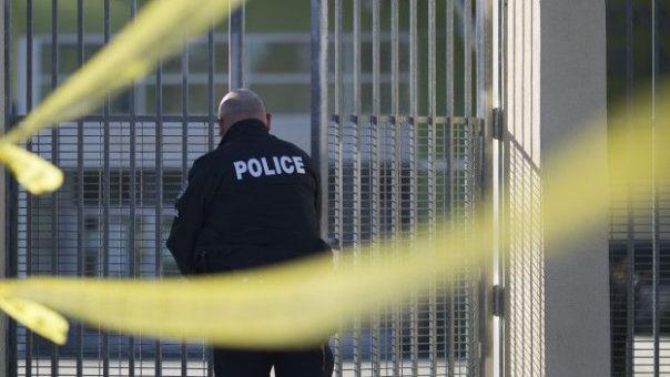Policía cierra una escuela de Los Angeles