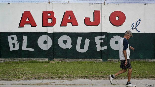 Pintada de protesta contra el embargo a Cuba