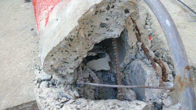 Estructura de hierro destruida