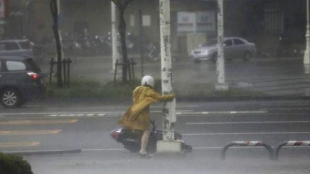 امرأة في العاصفة